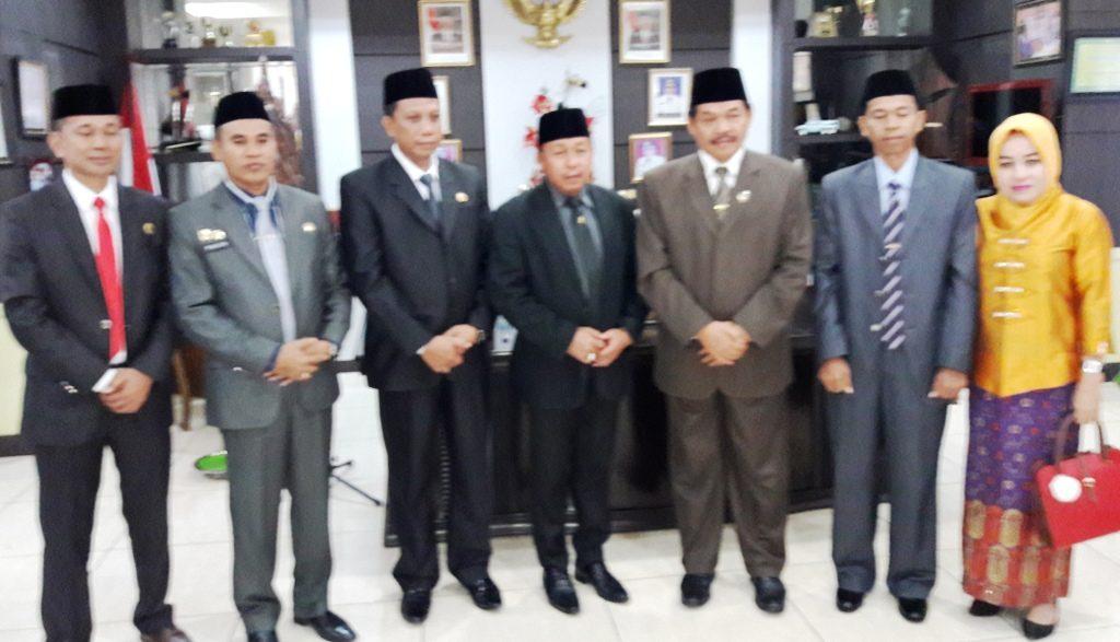 Foto bersama jajaran pimpinan formal Pemkab Matra seusai pelatikan beberapa pejabat eselon di lingkup Pemkab Matra, Rabu, 28 September 2016. (Foto: Arham Bustaman)