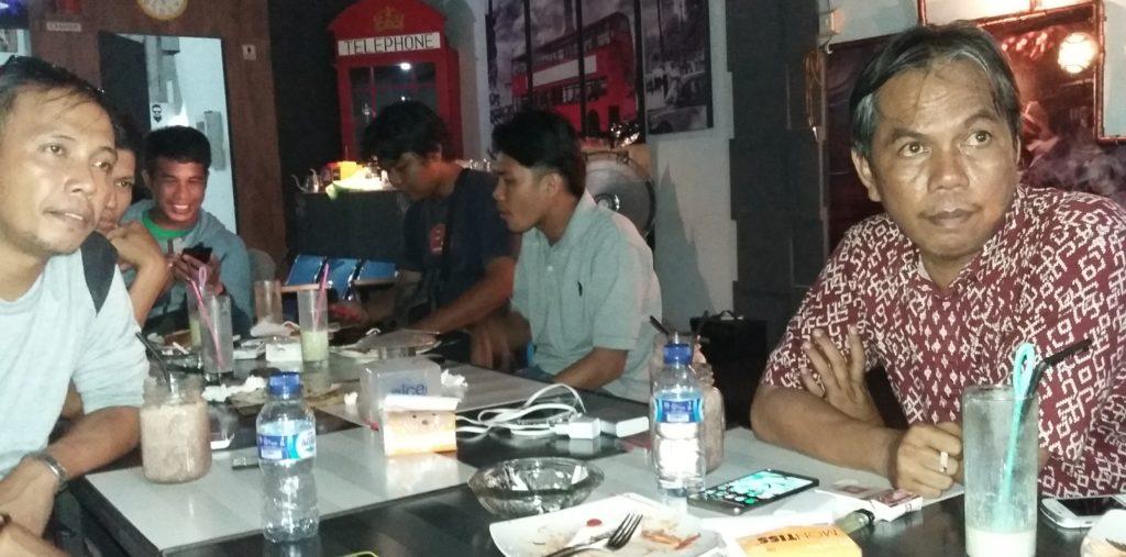 Rayu (kanan), berulang tahun ke-49 hari ini, Rabu, 28 September 2016. (Foto: Sarman SHD)