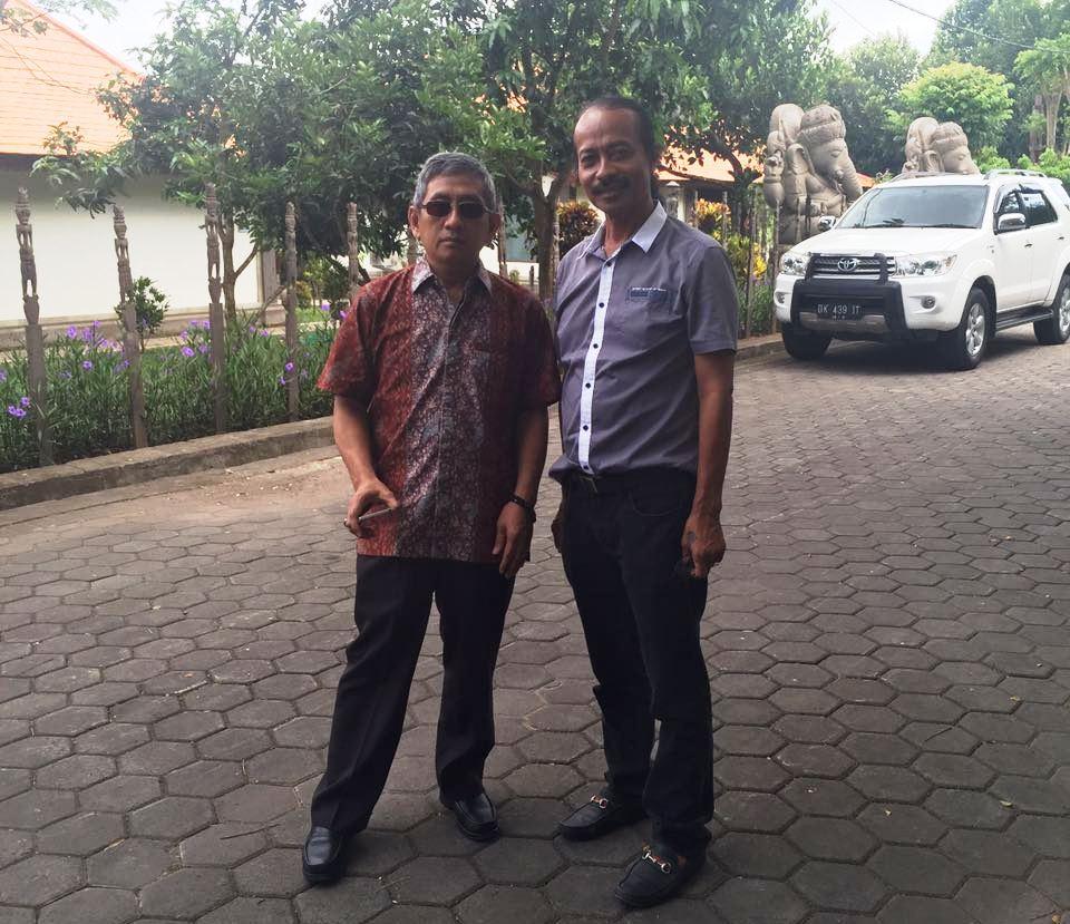 (ki-ka), ABM dan Jenol baru saja tiba di kebun milik Jenol di Desa Kaba-kaba, Denpasar, Bali, Selasa pagi, 11 Oktober 2016. (Foto: Ist.)