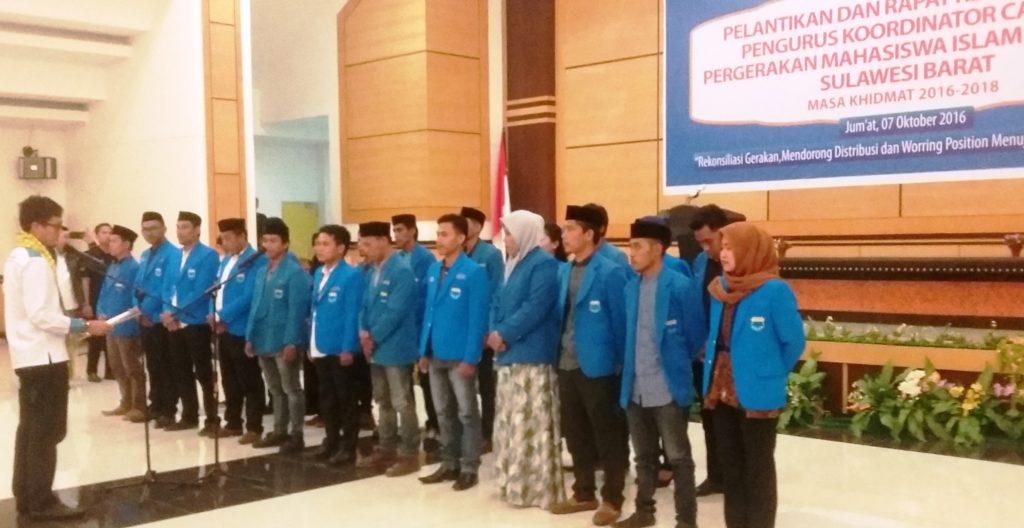 Pelantikan Pengurus PKC PMII Sulbar periode 2016-2018, berlangsung di Auditorium Kantor Gubernur Sulbar, Sabtu, 7 Oktober 2016. (Foto: Andi Arwin)