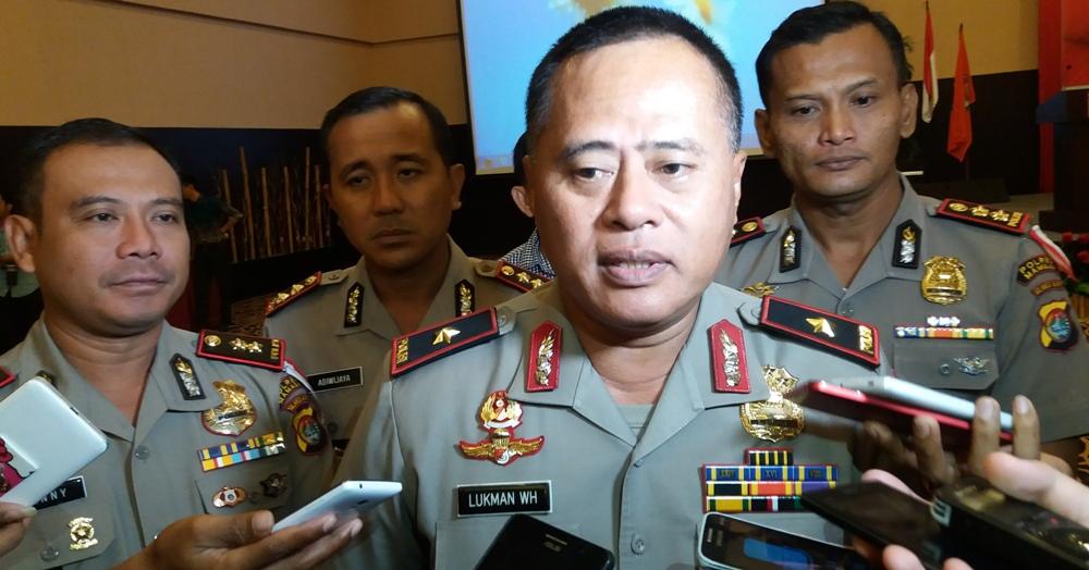 Kapolda Sulbar Brigjen Pol. Lukman Wahyu Harianto sedang diwawancara oleh sejumlah wartawan di Mamuju, beberapa waktu lalu. (Foto: Zulkifli)