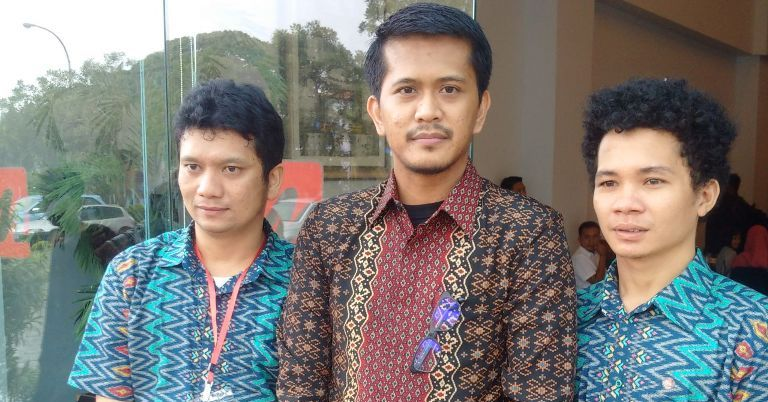 Wakil Ketua DPRD Sulbar Munandar Wijaya (tengah) di Mamuju, beberapa waktu lalu. (Foto: Zulkifli)