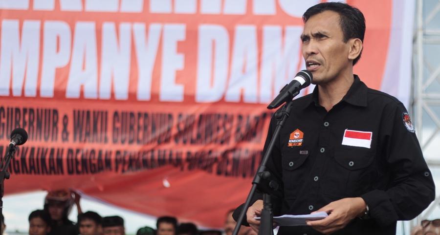 Ketua KPU Sulbar Usman Suhuriah sedang menyampaikan pidato pembukaan Deklarasi Kampanye Damai Pilgub Sulbar 2017 di Anjungan Pantai Manakarra Mamuju, Jumat sore, 28 Oktober 2016. (Foto: Zulkifli)