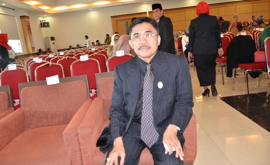 Andi Achmad Syukri Tammalele dengan jabatan baru Kadis Pendidikan dan Kebudayaan Sulbar, tadi sore dilantik dan dikukuhkan oleh Gubernur Carlo Brix Tewu, Mamuju, 3 Januari 2017. (Foto: Zulkifli)