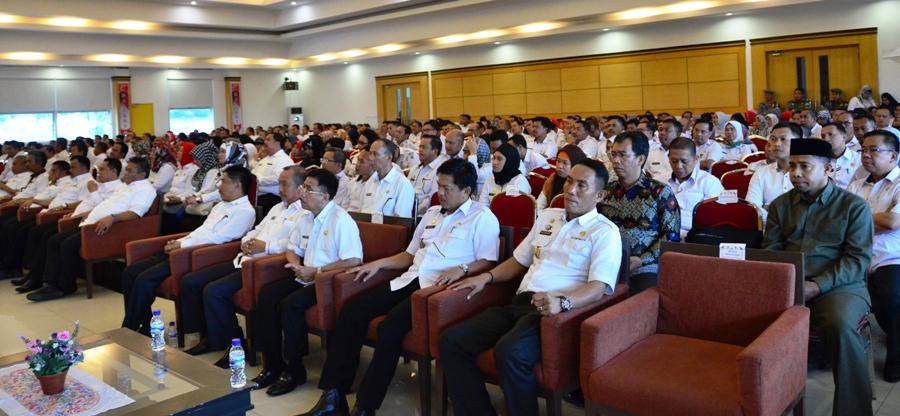 Sejumlah Pejabat Eselon II dan Pejabat Eselon III Lingkup Pemprov Sulbar di Auditorium Kantor Gubernur Sulbar, Rabu sore, 4 Januari 2017. (Foto: Zulkifli)